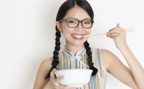 孕妇可以吃小龙虾吗 孕妇吃小龙虾的注意事项 清蒸小龙虾的做法