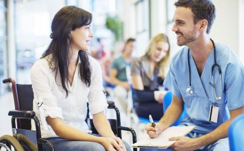 医患关系紧张原因 怀孕医生跪地被赞 怀孕医生跪地