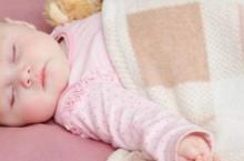 宝宝睡觉时张着嘴 原因在这里