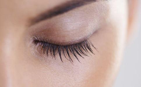 眼睛疲劳有什么方法 用温毛巾来敷眼