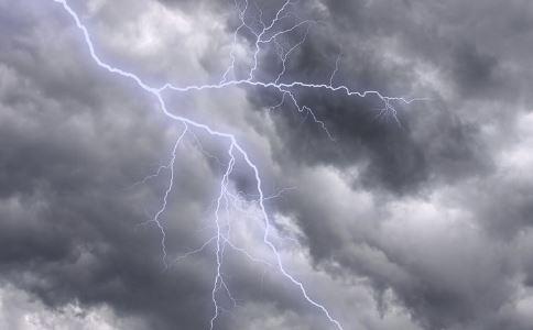 雷雨天要避开这些东西 雷雨天可以玩电脑吗 雷雨天安全教育