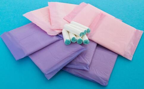 使用药物卫生巾要注意哪些事项 药物卫生巾的使用方法 药物卫生巾可以用吗