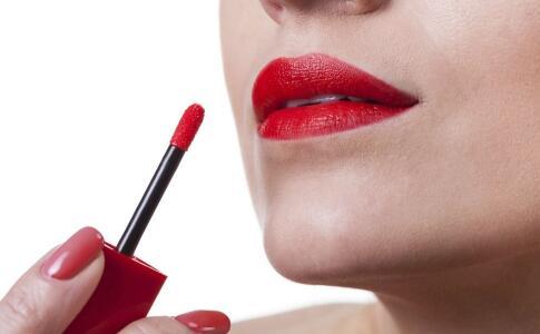 口红会对身体造成伤害 吃掉口红对身体有哪些影响 口红的主要成分是什么