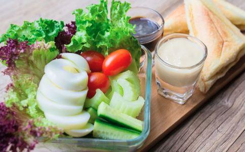 坐月子不能吃蔬菜水果吗 坐月子不能喝牛奶吗 产后如何正确补充营养