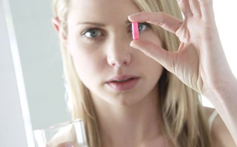 哺乳期乳腺炎可以吃药吗 哺乳期乳腺炎用药准则是什么 哺乳期乳腺炎是怎么引起的