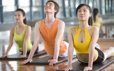 43岁女星怀二胎做瑜伽 孕妇可以做瑜伽吗 孕妇做瑜伽要注意哪些