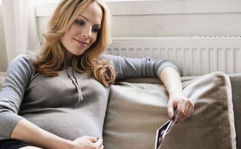 昆凌避生第三胎 30岁以后生孩子好吗 30岁生孩子的好处与坏处