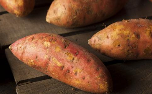 吃红薯是升血糖还是降血糖 糖尿病患者吃什么好 糖尿病患者喝什么可以降血糖