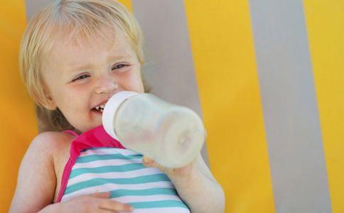 宝宝一天喝多少水合适 宝宝喝水注意事项 宝宝如何正确喝水