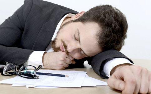 趴着午睡好吗 趴着午睡有什么: 怎么午睡好
