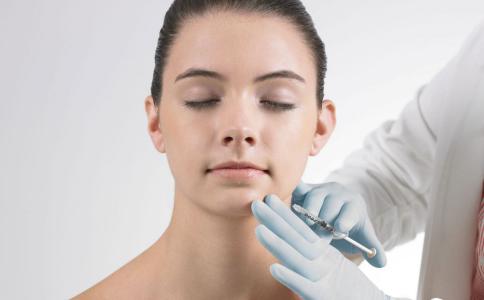 打瘦脸针之后会面部僵硬吗 哪些人不能打瘦脸针 打瘦脸针有哪些危害