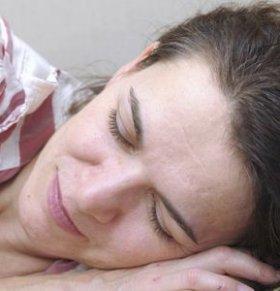 产后睡眠不好怎么办 产后睡眠不好的原因 产后睡眠质量不好怎么回事