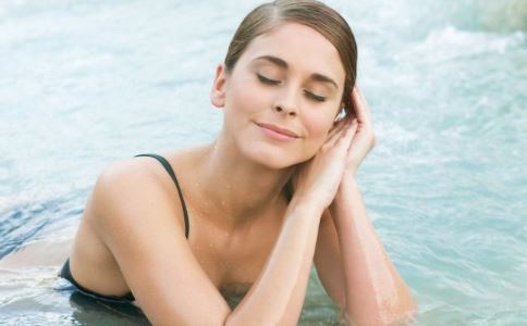 女性泳道引热议 女人游泳的好处 女人游泳有哪些好处