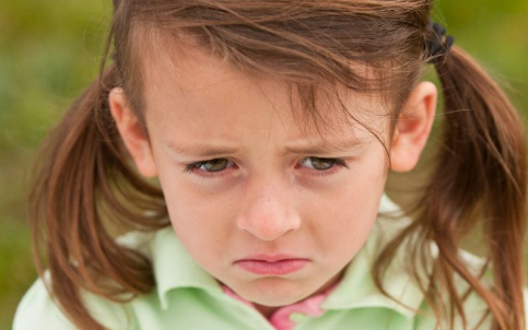 女孩把弹珠塞进下体 儿童异物塞进下身的危害 幼儿塞东西进阴道的后果
