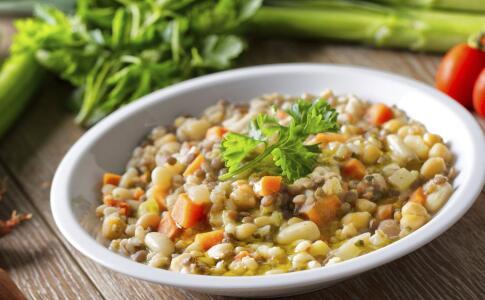夏季吃绿豆有哪些好处 夏季常吃绿豆好吗 哪些人不能吃绿豆