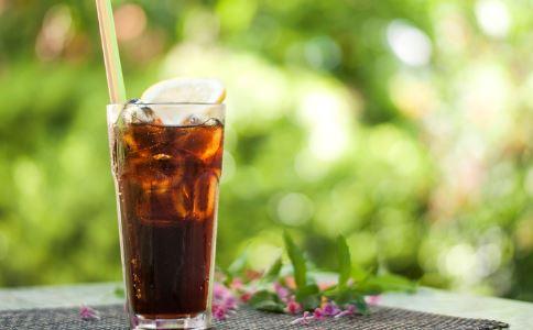 含糖量削减20% 含糖饮料的危害 喝含糖饮料的坏处