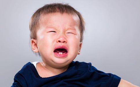 宝宝哭闹不止怎么办 宝宝肠绞痛的表现 什么是渗出性体质