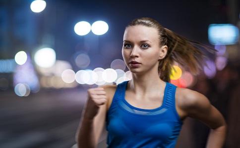 女性运动前要卸妆吗 女性运动不卸妆的危害 女性运动的误区有哪些