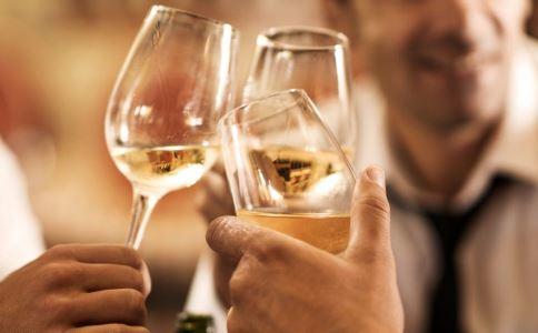 男子30年1天1斤酒 喝酒过度的危害 饮酒过度的危害