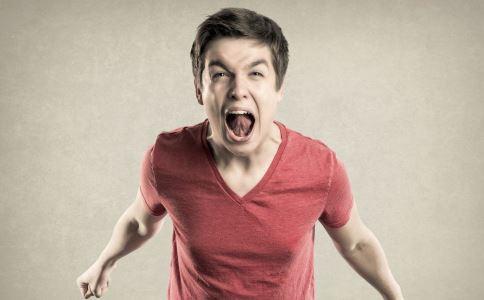 路怒症 因多看一眼被追砍 路怒症的危害