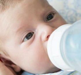 吃奶粉消化不良 宝宝喂养要讲原则