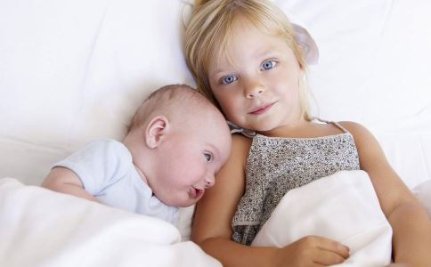 夏季宝宝长痱子是什么原因 夏季宝宝长痱子怎么办 夏季宝宝长痱子如何预防