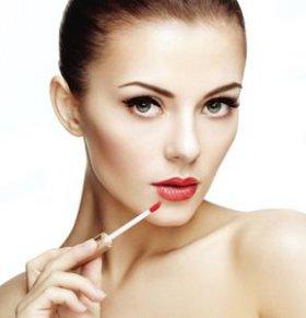 哺乳期化妆好吗 哺乳期化妆的危害 哺乳期妈妈如何护肤