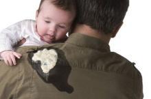 婴儿吐奶怎么回事 妈妈这样处理比较好