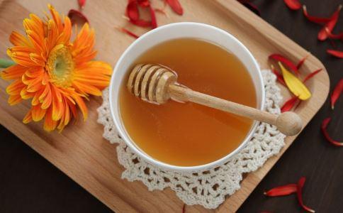 夏季喝蜂蜜水的好处 喝蜂蜜注意什么 蜂蜜可以加热服用吗
