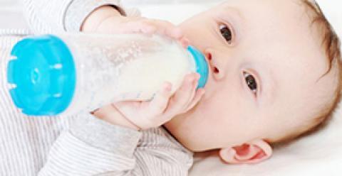宝宝夏季厌奶怎么破 夏季宝宝为什么会厌奶 宝宝厌奶怎么办