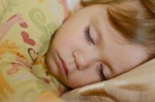 要想宝宝长高个 充足睡眠很重要