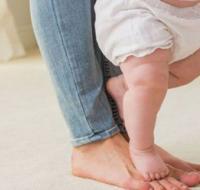 婴儿掂脚怎么办 3招教你快速纠正