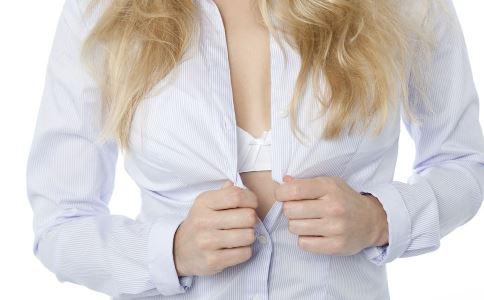 女人胸部大小由什么决定 和体内激素有关