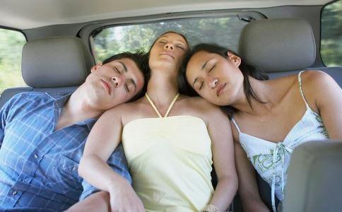 睡觉手麻是怎么回事 睡觉手麻的原因有哪些 睡觉手麻怎么办