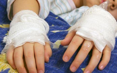 暑期儿童意外伤害预防攻略 女童车内窒息身亡 6岁男童游泳溺亡