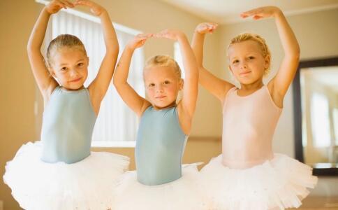6岁女童学跳舞致瘫痪 小孩跳舞下腰要注意这些 孩子学跳舞的注意事项