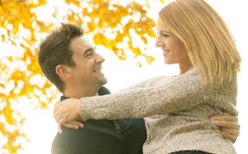 恋爱中女人怎么做两者关系更好 恋爱中女性该怎么做 恋爱中女性正确的做法