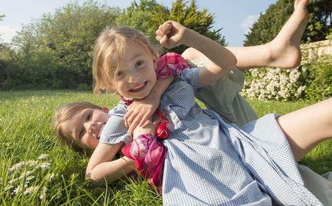 孩子肚子里有蛔虫的症状 该如何预防蛔虫 哪些症状说明孩子肚子里有蛔虫