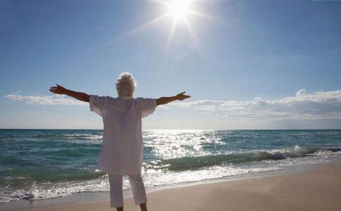 舍不得开空调老人热晕 什么是热射病 夏季老人如何预防热射病