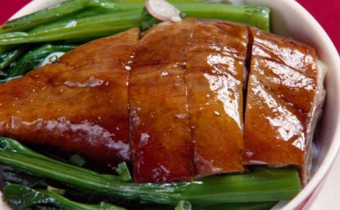 18元烤鸭调查 速成鸭子对身体危害 揭秘街头18元烤鸭