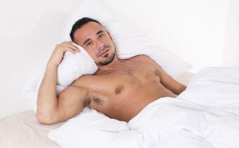 男人怎么睡才好 男人什么睡觉姿势最好 男人最健康的睡觉姿势