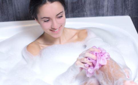 女性夏季洗澡时水温控制在多少合适
