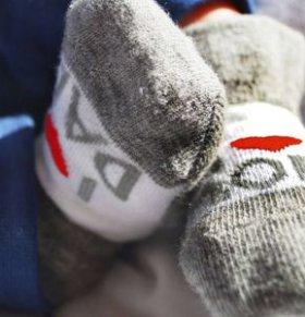 宝宝光脚好吗 宝宝光脚的好处 宝宝穿袜子好吗