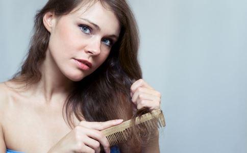 女人到中年易掉發嗎 為什麼會脫發 怎麼預防脫發