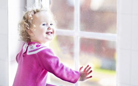 宝宝夏季如何选购衣服 宝宝夏天穿什么样的衣服好 宝宝衣物选购指南