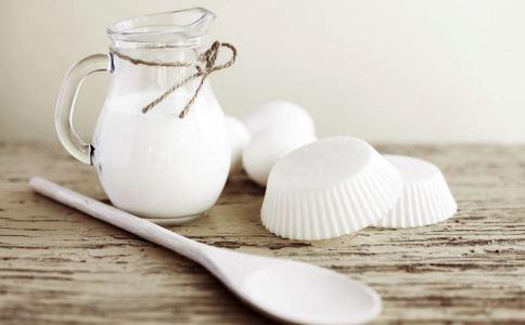 喝酸奶要注意什么 喝酸奶有什么好处 怎么喝酸奶好