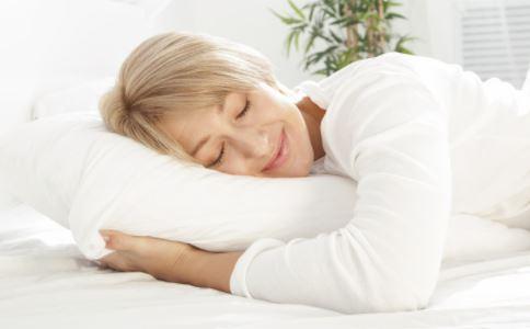 睡多高的枕头才好 低枕头好还是高枕头 枕头睡多高才健康