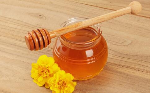 吃蜂蜜有哪些好处 哪些人不宜吃蜂蜜 蜂蜜有哪些营养价值