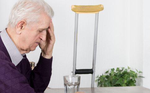 哪些食物老人不能当早餐吃 老人早餐吃什么好 老人吃早餐的注意事项