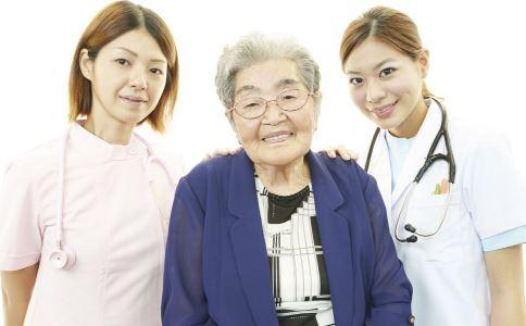 如何看护老年痴呆患者 怎么照顾老年人 老年痴呆怎么护理